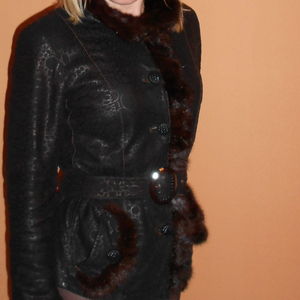 Продам натуральную кожаную утепленную куртку с отделкой из норки.